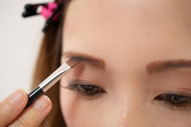 眉ティントとは何?おすすめの理由と使い方を紹介!デメリット、失敗の危険性なども解説します。